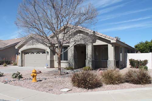 4 bedrooms den homes with pool for rent phoenix az for Houses with 4 bedrooms and a pool